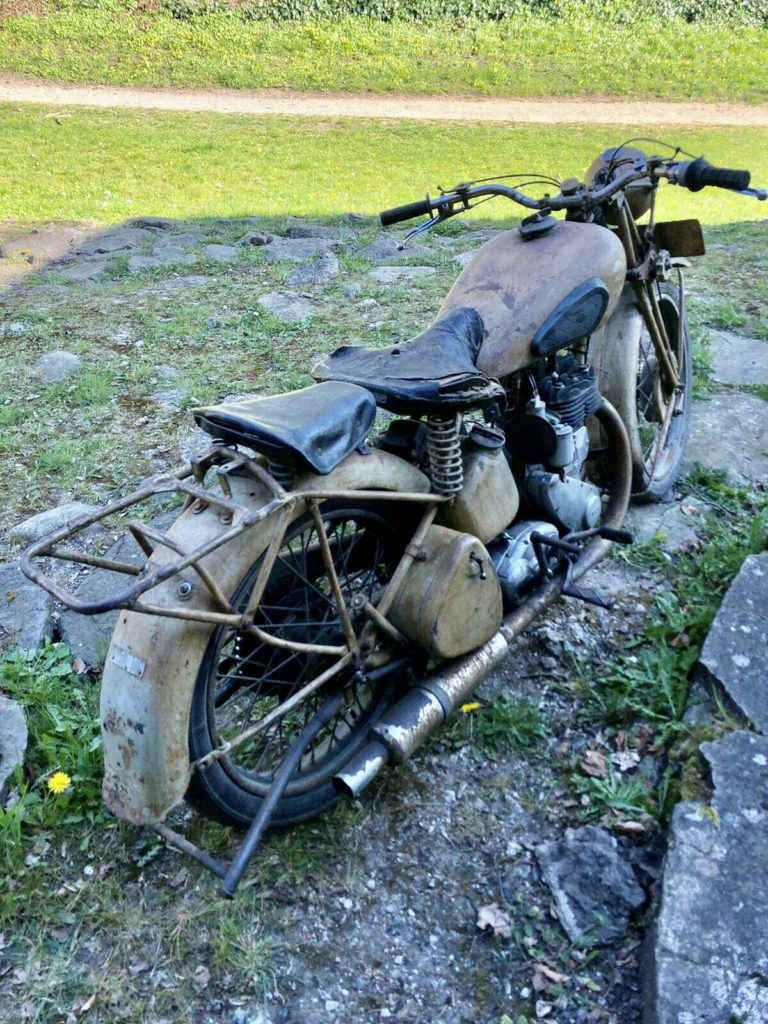 Awesome 1943 BSA WM20 barn find motorcycle 3